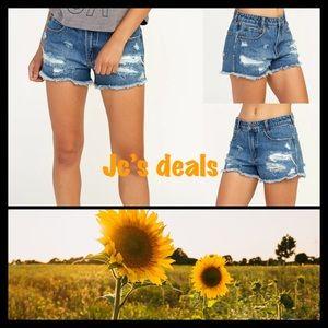 ✨ RVCa women's the boyfriend jean shorts ✨